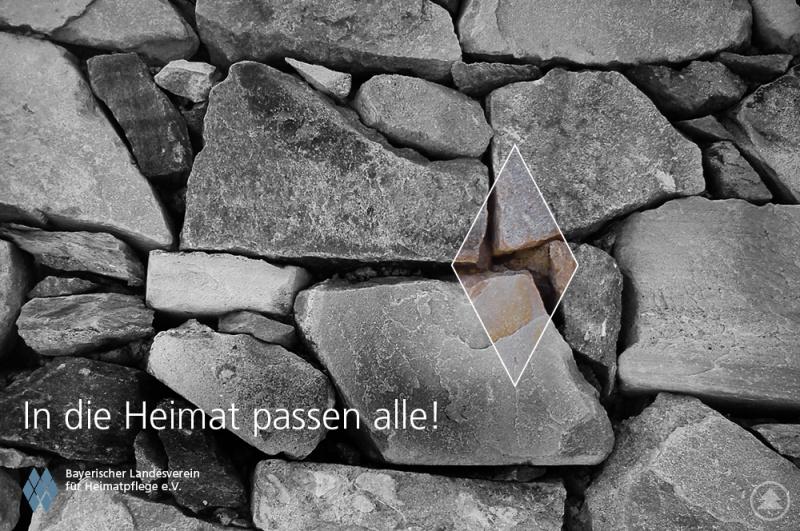 """Bildmotiv einer Postkartenserie des Bayerischen Landesvereins für Heimatpflege: """"In die Heimat passen alle""""."""