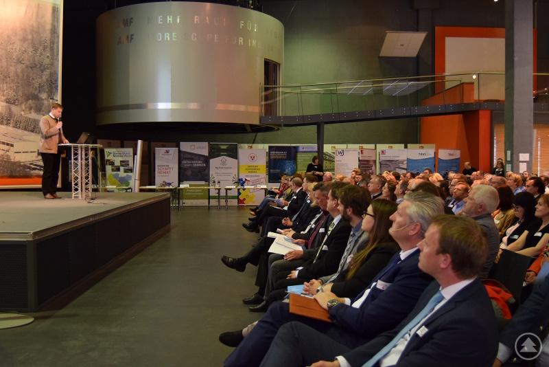 Bezirkstagspräsident Dr. Olaf Heinrich bei der deutsch-tschechischen Unternehmertagung.