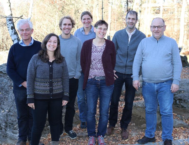 Tauschten sich über bisherige Ergebnisse aus: Reinhard Gerecke (Universität Tübingen, von links), Linda Seifert (Nationalpark Bayerischer Wald), Kurt Lichtenwöhrer (Nationalpark Berchtesgaden), Eva Schubert (LBV Bayern), Annette Lotz (Nationalpark Berchtesgaden), Jörg Müller (Nationalpark Bayerischer Wald) und Ralf Hotzy (LBV Bayern).