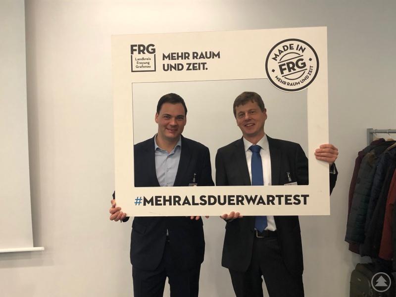 Landrat Sebastian Gruber (links) mit Timm Fuchs - Beigeordneter des Deutschen Städte- und Gemeindebundes