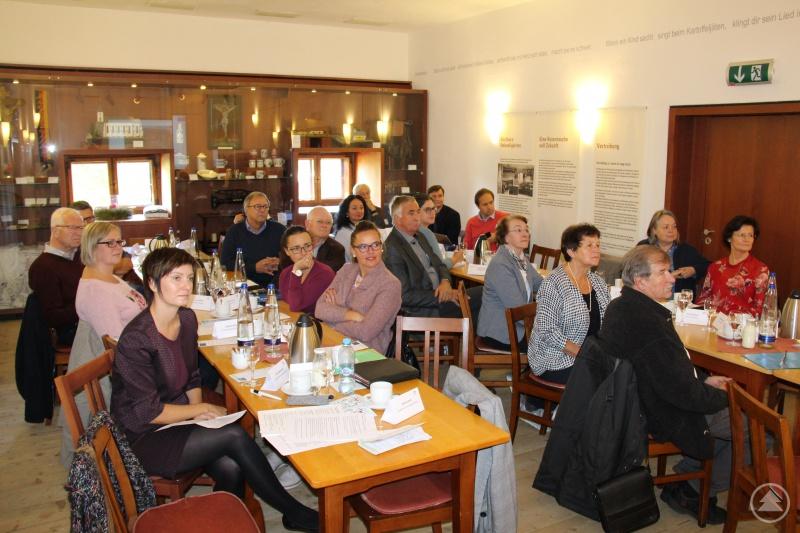 Als Einstieg in die Veranstaltung wurden den Teilnehmern, darunter stellvertretende Landrätin Renate Cerny, die bisher erfolgreich absolvierten Projekte der deutsch-tschechischen Nachbarschaft präsentiert.