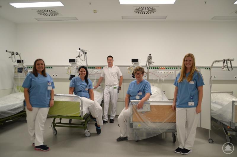 Dr. Breitbach, Chefarzt der Inneren Medizin und Gastroenterologie mit seinem Team.