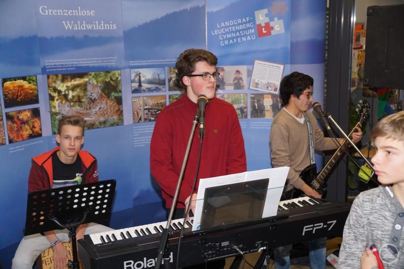 Ferdinand Schuster, Quirin Maier und Christopher Moritz (v. l.) sorgen für weihnachtliche Klänge