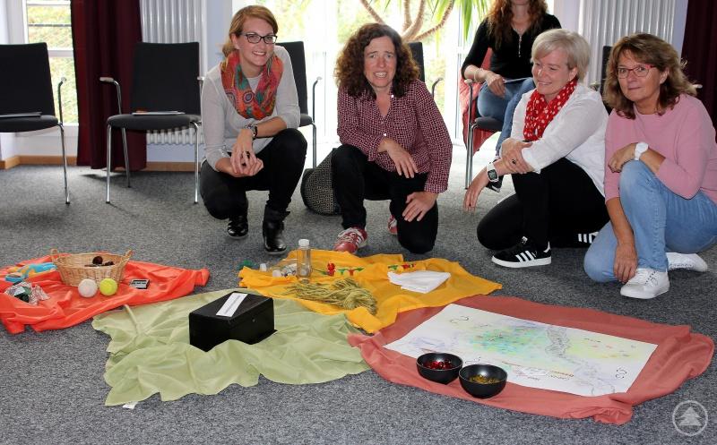 Die Referentinnen Marianne Holzbauer (re.) und Petra Bergmann (2.v.re.) mit Barbara Kreuzer (li.) und Elisabeth Mies (beide Koki).
