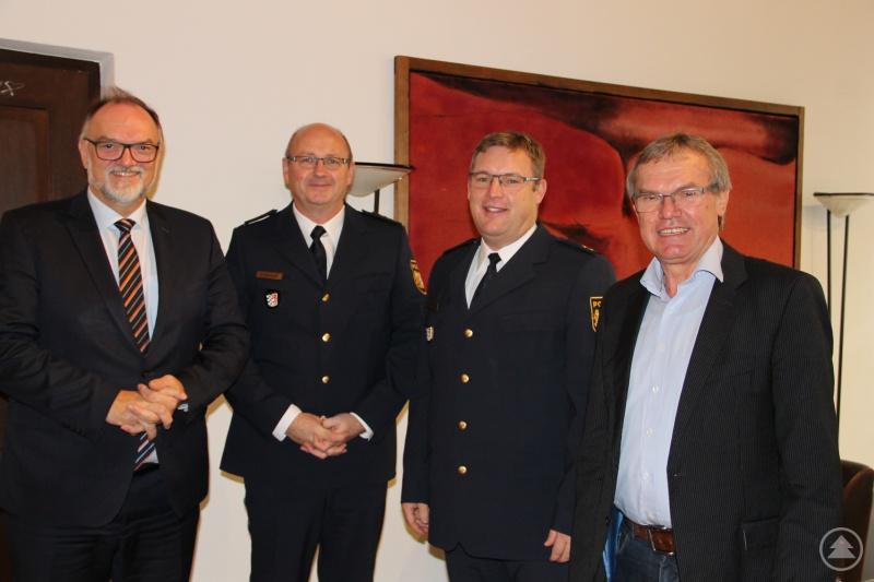Oberbürgermeister Jürgen Dupper (links) freut sich mit Ordnungsreferent Josef Zacher (rechts) auf die Zusammenarbeit mit Stefan Schillinger (von links) und Christian Dichtl von der Polizeiinspektion Passau.