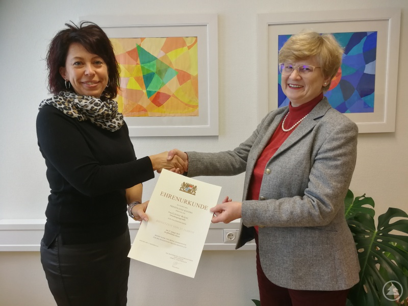 Schulsekretärin Claudia Blöchl und Schulleiterin Barbara Zethner