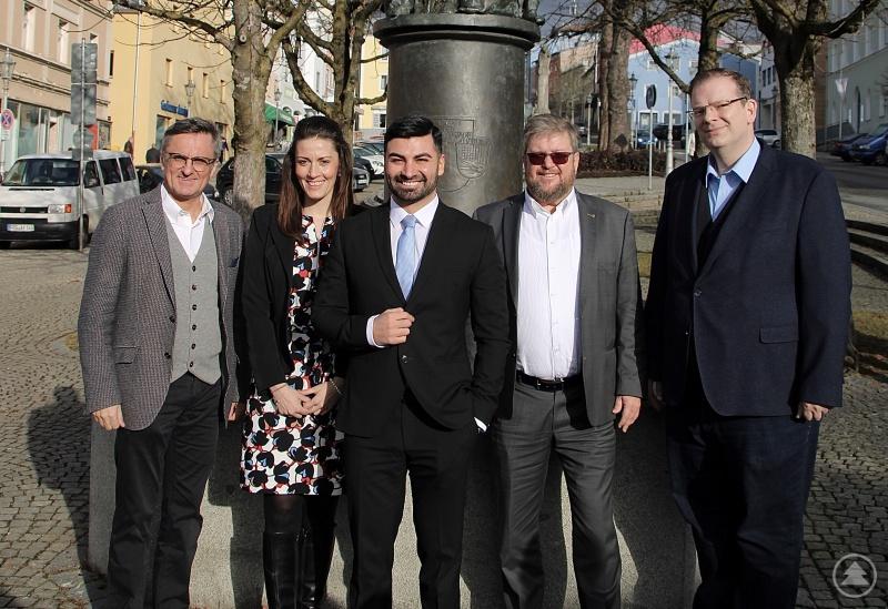 Muhanad Al-Halak (Mitte) will Bürgermeister von Grafenau werden. Ihn unterstützen (v.l.) MdL Alexander Muthmann, MdB Nicole Bauer, FDP-Kreisvorsitzender Gerhard Drexler und MdB Ulrich Lechte.