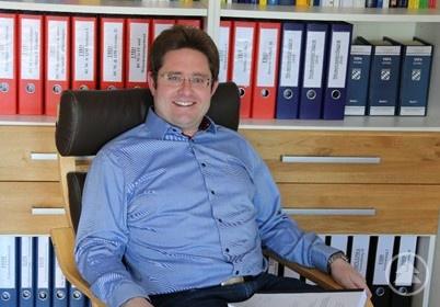 Der nominierte Martin Brix mit seiner Masterthesis.