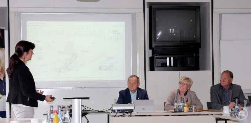 Bauoberrätin Susanne Hopfner (li.) und Günther Weinberger (Büroleiter der Landrätin), Landrätin Rita Röhrl und ihr Stellvertreter Willi Killinger (re.).