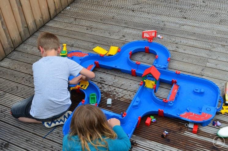 """Mit einer großzügigen Spende für Spielgeräte half die Stiftung """"Aktion Hilfe für Kinder"""" über die schweren Zeiten des Lockdowns hinweg."""