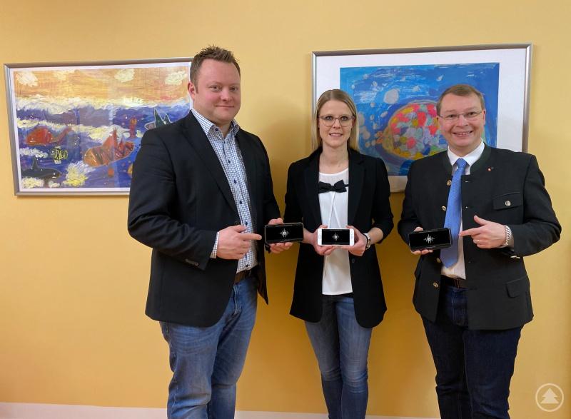 Sie unterstützen den BBSB mit einer der akustischen JWU-Liste als mp3-Datei v.l. Stefan Behringer (Schnitt), Lisa Tiefenböck (Sprecherin) und der JWU-Kreisvorsitzende Sebastian Schlutz.