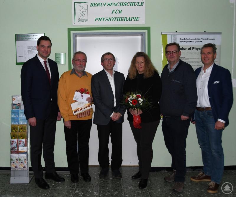 Wünschten Michael Busch (2. von links) alles Gute: (von links) Landrat Sebastian Gruber, Geschäftsführer Ludwig Brunner, Angelika Presl, Josef Bauer und Stefan Nowack.