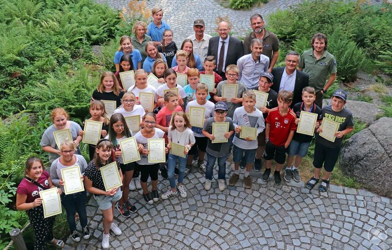Glückwünsche und Zertifikate gab es für die frisch gebackenen Junior Ranger bei der Feierstunde im Hans-Eisenmann-Haus.