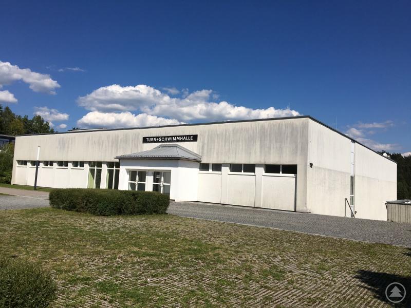 Turnhalle und Hallenbad im Gebäude Rachelweg 12 in Grafenau