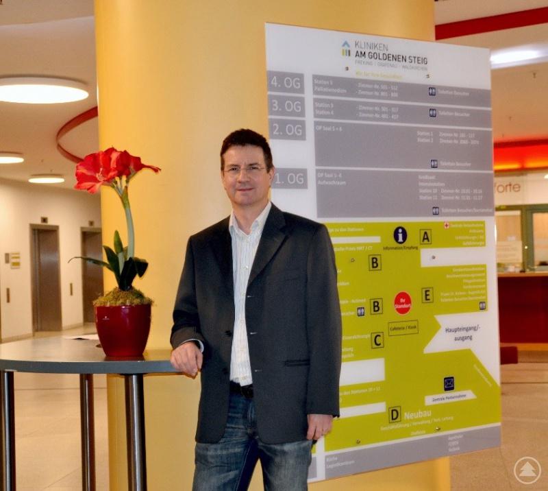Dr. Michael Breitbach im Foyer des Freyunger Krankenhauses – seiner neuen Wirkungsstätte als Chefarzt ab Januar 2020.