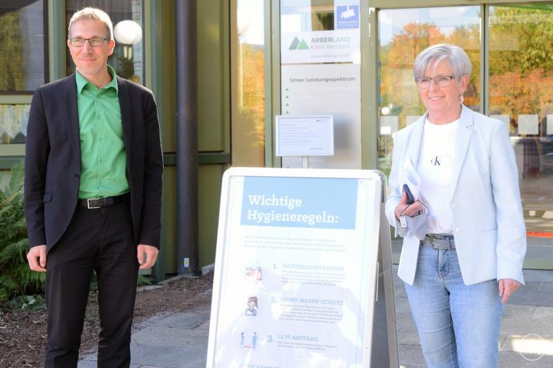 v.l. Klinikvorstand Christian Schmitz mit Landrätin und Verwaltungsratsvorsitzender Rita Röhrl