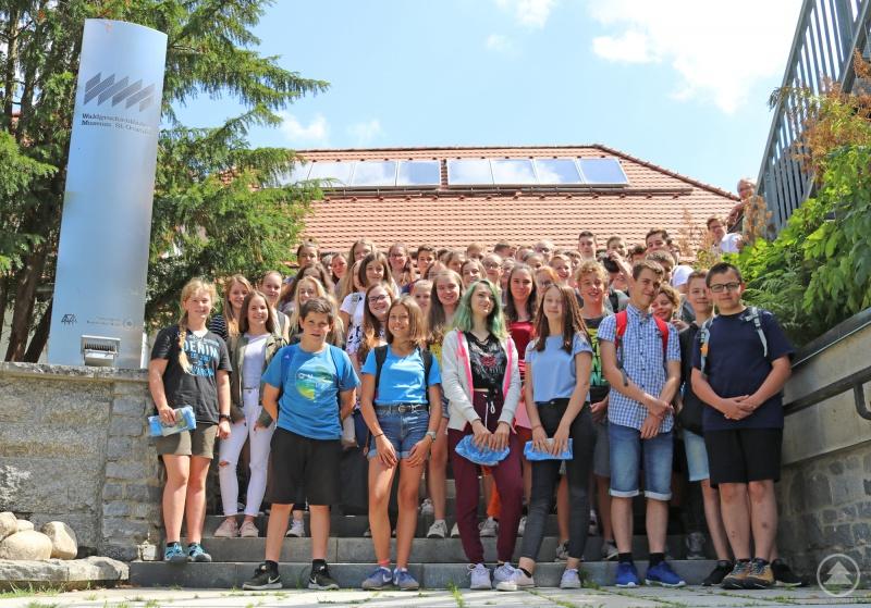 Am Ende der Veranstaltung stellten sich alle jungen GPS-Experten zum gemeinsamen Gruppenfoto auf.
