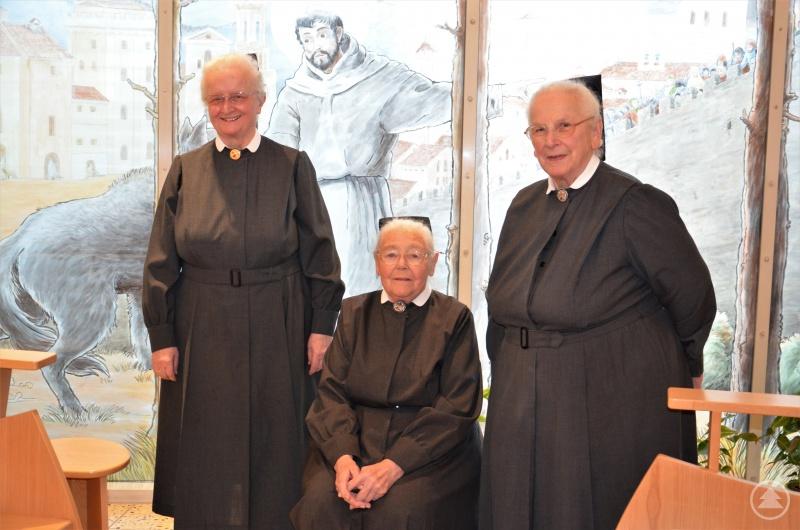 (v.l.) Sr. Charlotte, Sr. Hemma und Sr. Ludowika in der kleinen Kapelle in der Kinderklinik Dritter Orden Passau.