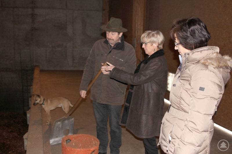 Landrätin Rita Röhrl (Bildmitte) im Gespräch mit Max Pletl und der Umweltamtsleiterin Lieselotte Bielmeier.