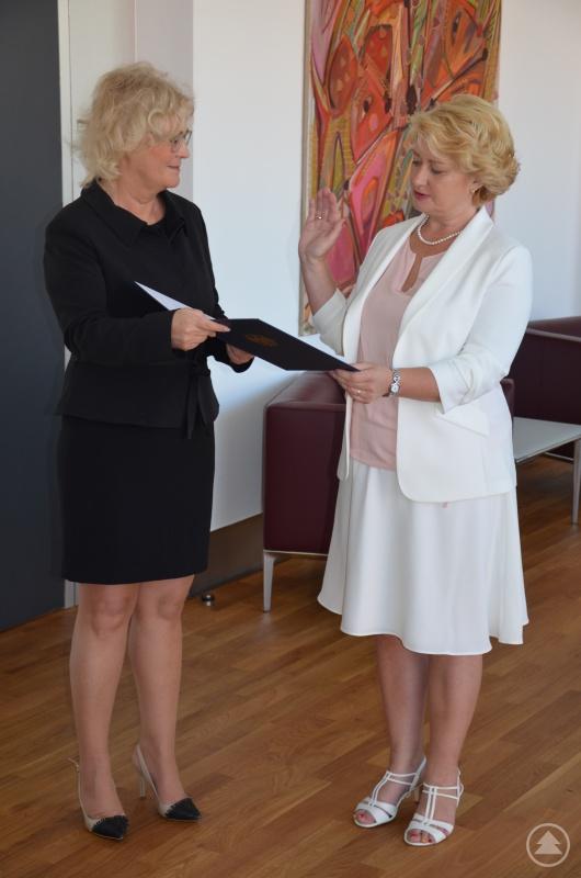 Bundesministerin der Justiz und für Verbraucherschutz Christine Lambrecht und Parlamentarische Staatssekretärin Rita Hagl-Kehl bei der Eideserklärung