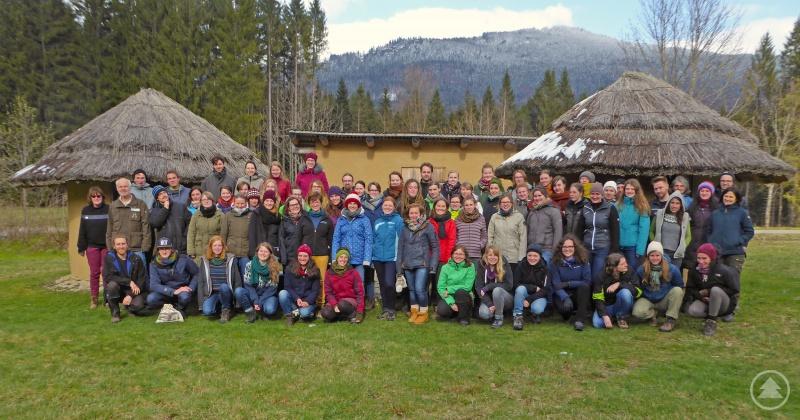 Aus ganz Deutschland reisten Studenten ins Wildniscamp, um sich hier ihr Handwerkszeug für das Commerzbank-Umweltpraktikum zu holen – dabei zeigte sich der Bayerwald nochmal von seiner winterlichen Seite.