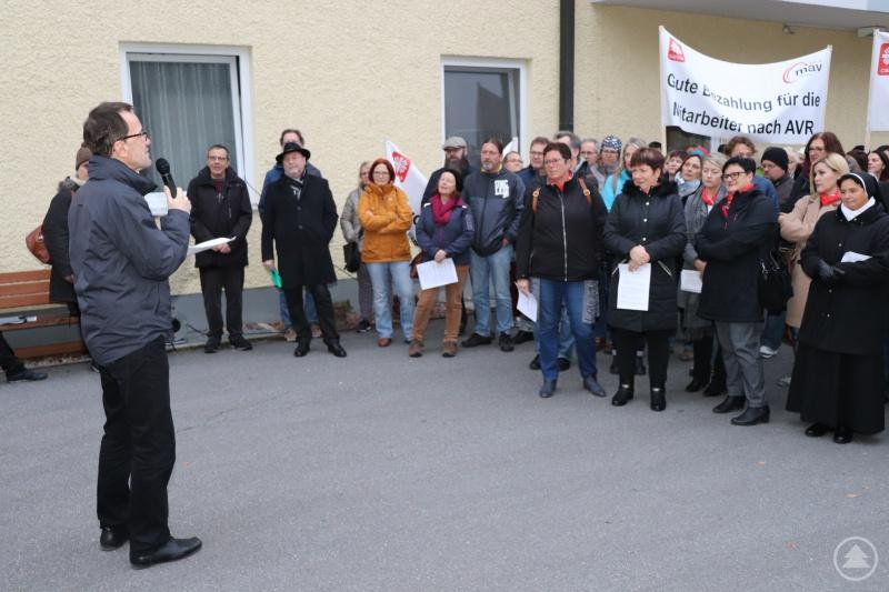 Diözesan-Caritasdirektor Michael Endres fordert ein Vollkasko-System für die Altenpflege.