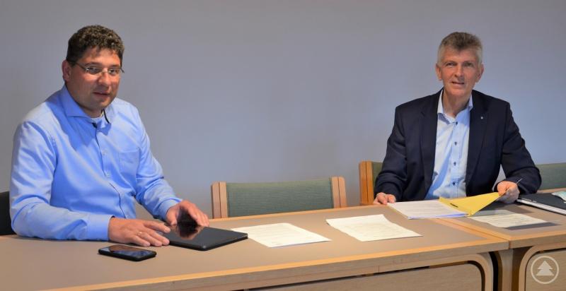 (v.l.) Wegscheids Bürgermeister Lothar Venus und MdL Prof. Dr. Gerhard Waschler.