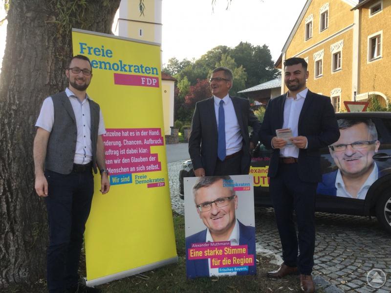 Mit Optimismus in die heiße Wahlkampf-Phase (von links): Mathias Baur, Alexander Muthmann und Al-Halak Muhanad bei der Präsentation in Kirchdorf im Wald.