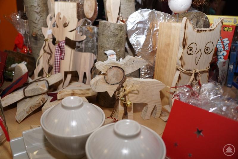 Weihnachtliches Kunsthandwerk lockt Käufer