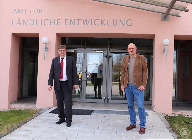 Hans-Peter Schmucker, Leiter des ALE Niederbayern, (li.) und MdL Manfred Eibl