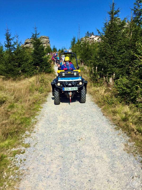 Abtransport der Patientin mittels ATV