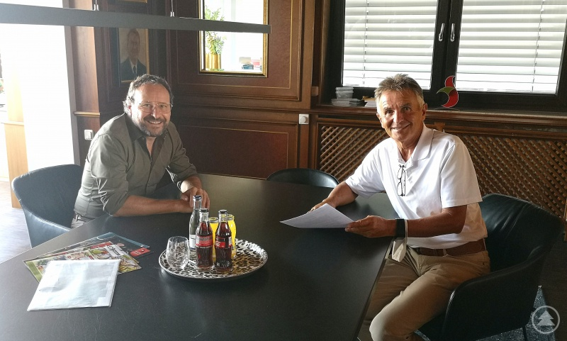 (v. l.) Günter Troiber und MdL Walter Taubeneder im Gespräch zur Lage des regio-nalen Mittelstandes vor dem Hintergrund der Corona-Pandemie.
