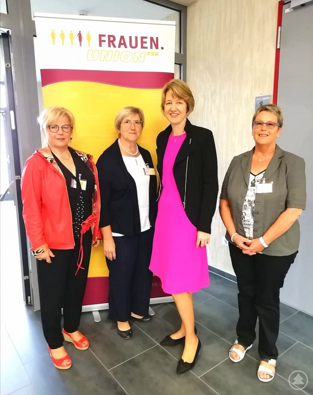 (von links nach rechts) FU-Kreisvorsitzende Helga Weinberger, Landesdelegierte Johanna Kössl, stellv. FU- Landesvorsitzende Dr. Anja Weisgerber, MdB, sowie Landesdelegierte Waltraud Weiß.