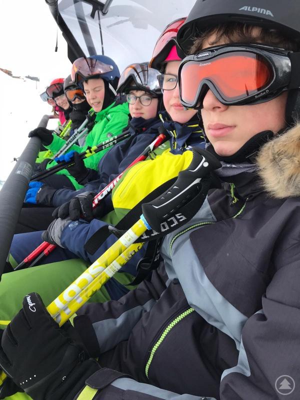 Schüler des LLG im Skilift