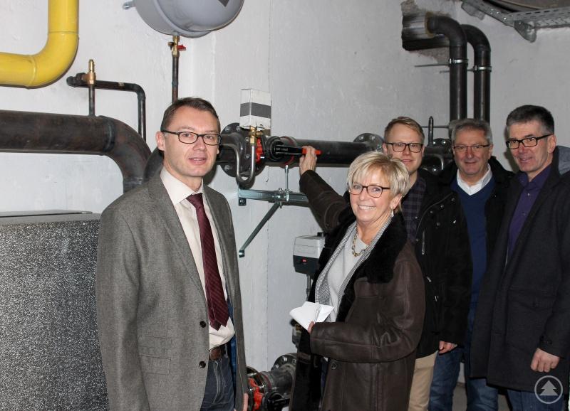 Landrätin Rita Röhrl bei der Freigabe mit (v.li.) Christian Schadenfroh, Andreas Ritzinger (Landkreis Regen), Lothar Fürst und Josef Kopp.