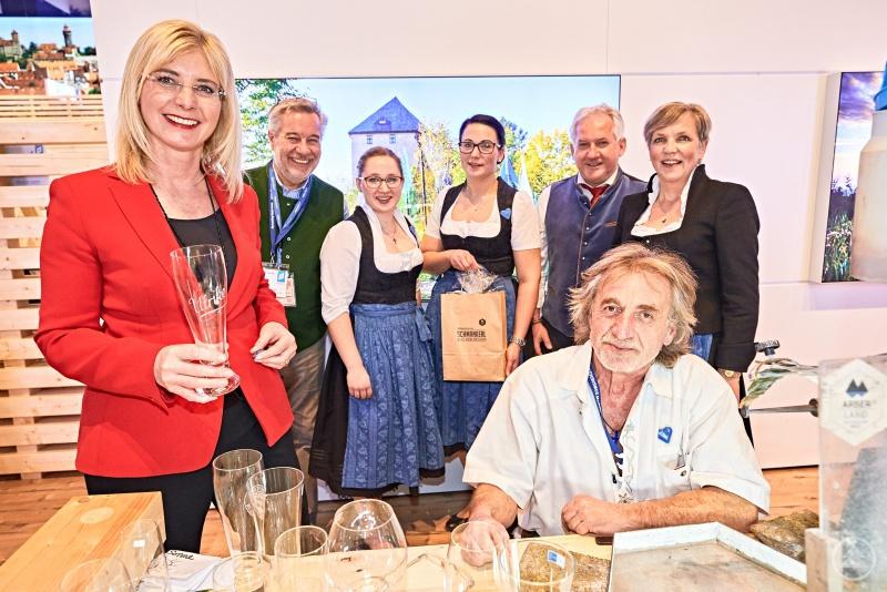Bayerns Staatsministerin für Umwelt und Verbraucherschutz, Ulrike Scharf, mit der ARBERLAND-Delegation.