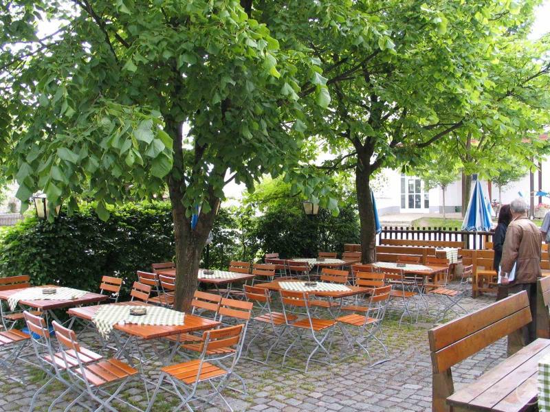 """Gasthof """"Zum Sonnenwald"""" in Schöfweg, Sieger 2005 in der Kategorie Biergärten"""