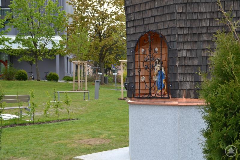 Ziert fortan den hübschen Vorplatz des Freyunger Krankenhauses und wacht über Patienten und Mitarbeiter: Die Maria.
