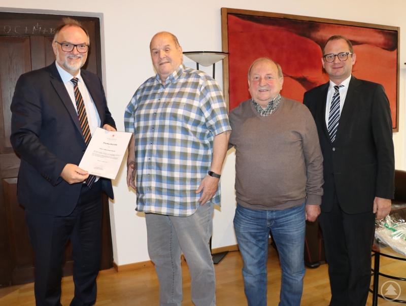 Oberbürgermeister Jürgen Dupper mit Manfred Herre, Hermann Kapfhammer – Vorstand Passauer Dreiflüssemusikanten e.V. und Kulturreferent Dr. Bernhard Forster.
