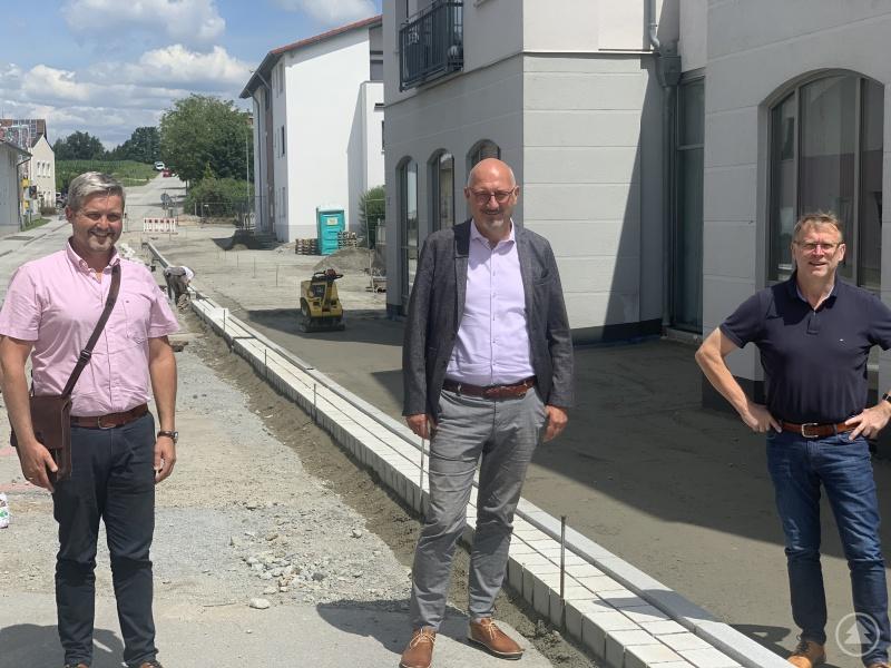 v. l. Bürgermeister Erwin Braumandl, Manfred Eibl, MdL, Geschäftsleiter Robert Sageder