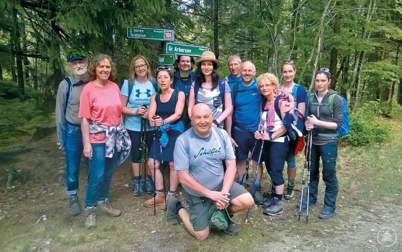 KÖNIG ARBER TOUR mit Natur- und Landschaftsführer Klaus Kreuzer (vorne Mitte)