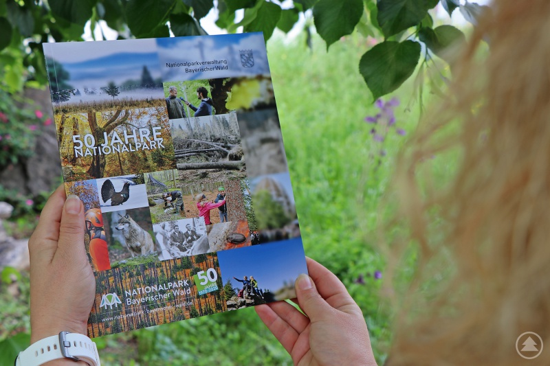 Passend zum 50. Geburtstag des Nationalparks Bayerischer Wald schmücken 50 Bilder die Vorder- und Rückseite des Jubiläumsmagazins.