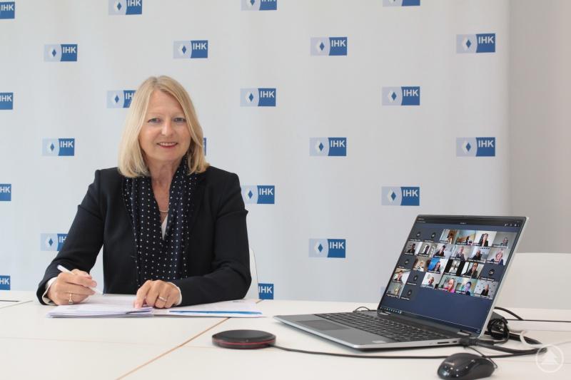 Die Vorsitzende Elisabeth Hintermann leitete die Sitzung des IHK-Gremiums per Videokonferenz.