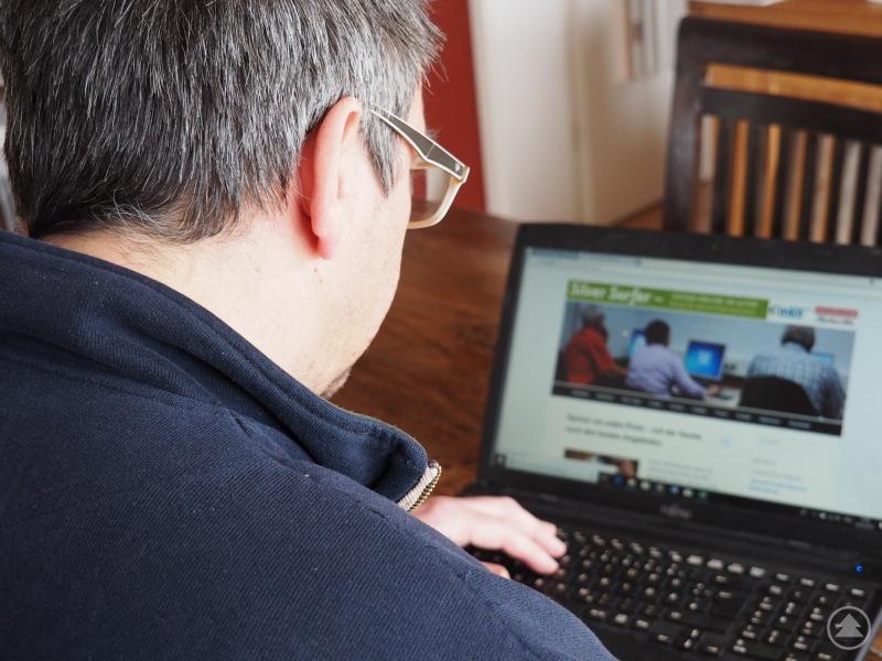 Ob Kontakte zu pflegen, einzukaufen oder eine Reise zu planen, auch für viele Senioren gehört das Internet einfach zum Leben dazu.