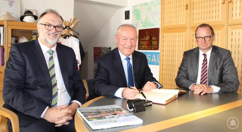v.l.: Oberbürgermeister Jürgen Dupper, Generalkonsul Ján Voderadský, Kulturreferent Dr. Bernhard Forster