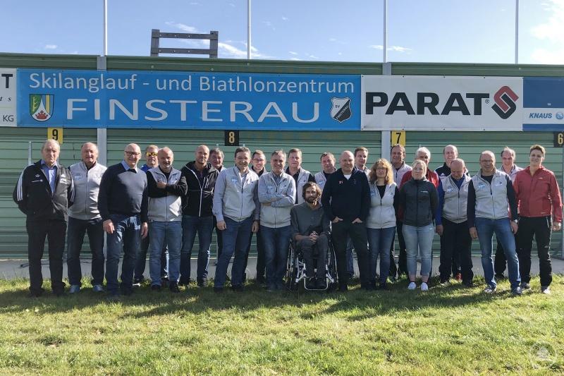 Gemeinsam mit ihren Helfern empfingen Christian Eder (2.v.l.) und Karl Eder (3.v.r.) die Delegation aus Schweden.