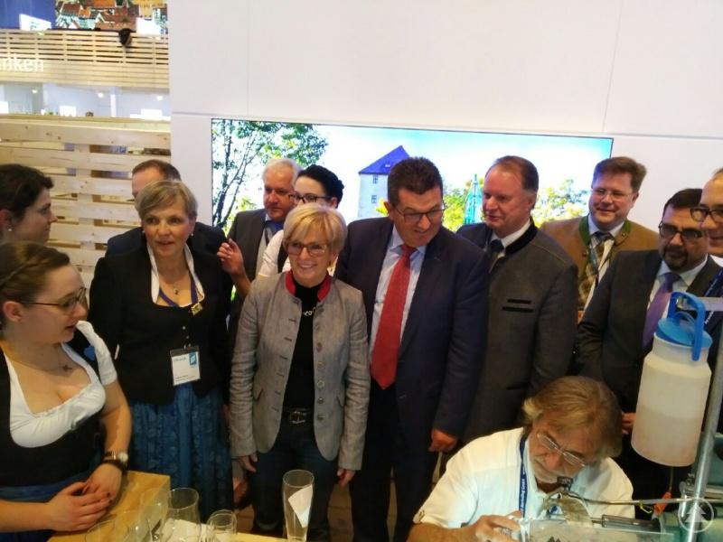 Landrätin Rita Röhrl und Willi Killinger mit Staatssekretär Franz Josef Pschierer.