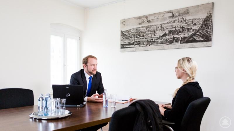 Rechtsanwalt Sven Galla berät kompetent und transparent rund um den VW Dieselskandal und steht Ihnen auf Wunsch in allen Phasen des Klageprozesses zur Seite.