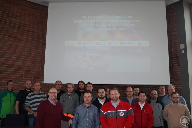 Die Teilnehmer der Schulung mit dem Ärztlichen Leiter Rettungsdienst, Christian Ernst (ganz vorne links).