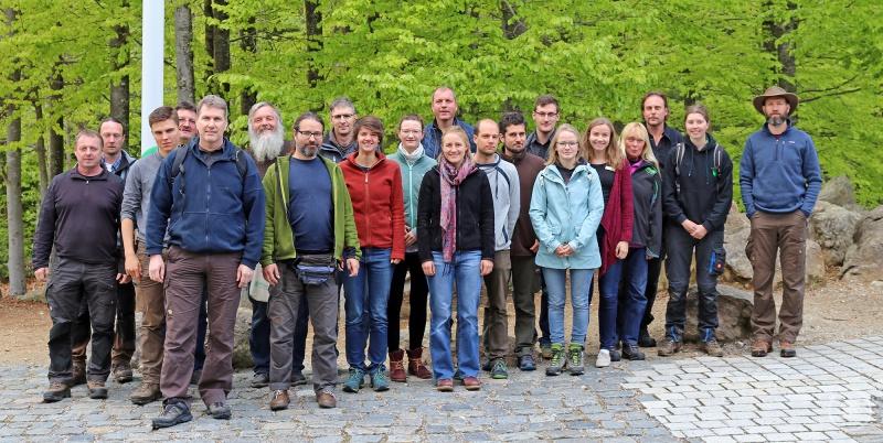 Bei einem gemeinsamen Workshop holten sich Nationalparkmitarbeiter und Freiwillige wertvolles Wissen zum Thema Kreuzotter-Monitoring.
